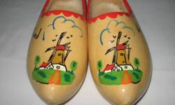 Wood Shoes.   Holland theme.   Great condition.   Children's size 4.   From a clean, nonsmoking home.   $20.
